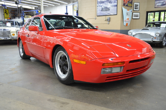 1986 Porsche 944 Turbo:9 car images available