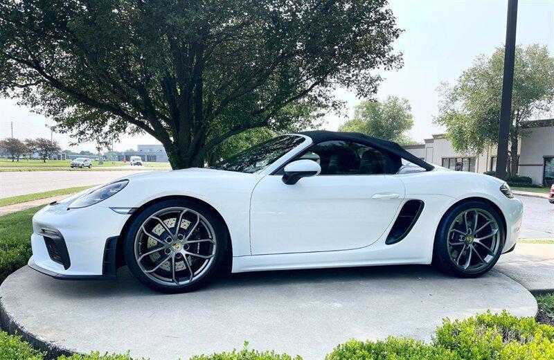 2021 Porsche Boxster Spyder:24 car images available