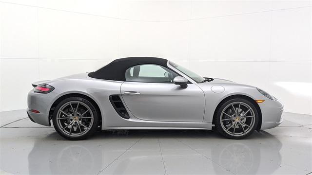 2021 Porsche Boxster V6:24 car images available