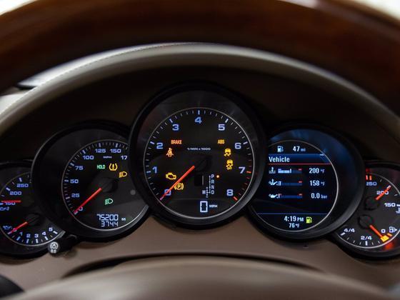 2014 Porsche Cayenne Platinum Edition