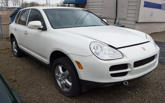 2004 Porsche Cayenne S:8 car images available