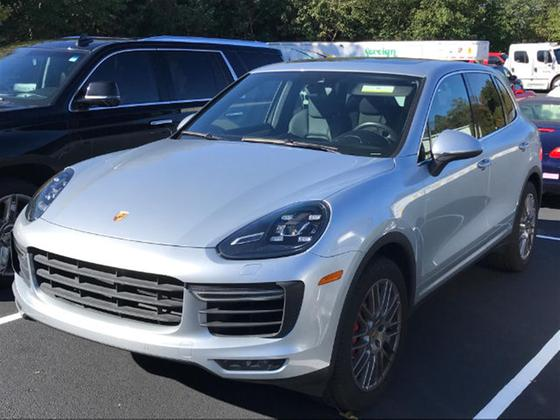 2016 Porsche Cayenne Turbo:2 car images available