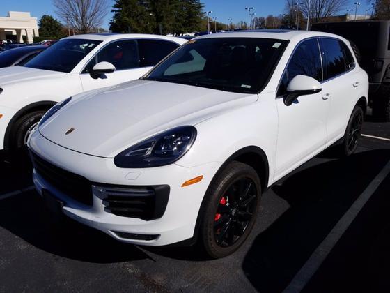 2015 Porsche Cayenne Turbo : Car has generic photo