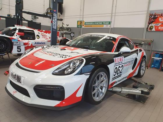 2016 Porsche Cayman GT4 Clubsport:8 car images available