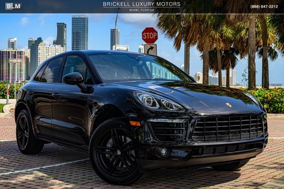 2017 Porsche Macan :24 car images available