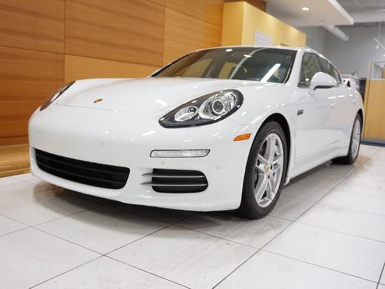 2015 Porsche Panamera 4:24 car images available