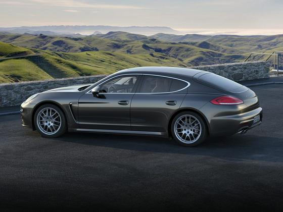 2016 Porsche Panamera 4S : Car has generic photo
