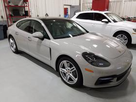 2018 Porsche Panamera 4S : Car has generic photo
