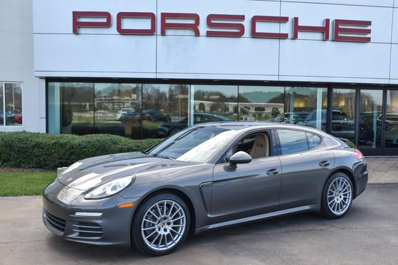 2016 Porsche Panamera V6:24 car images available