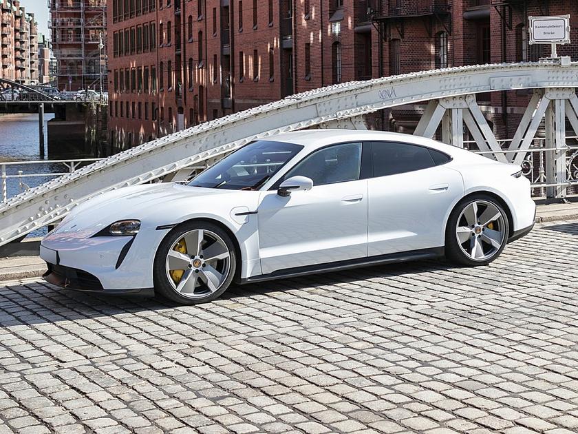 2021 Porsche Taycan 4S : Car has generic photo