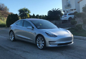 2018 Tesla Model 3 :6 car images available