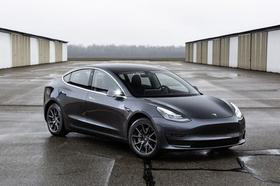 2018 Tesla Model 3 :3 car images available
