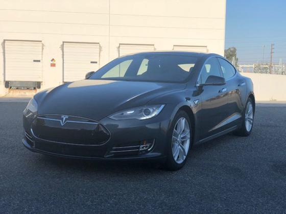 2015 Tesla Model S 70D:19 car images available