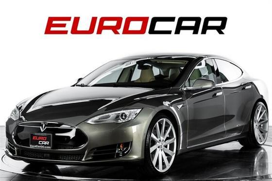 2015 Tesla Model S 70D:24 car images available