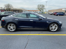 2016 Tesla Model S 85D:5 car images available