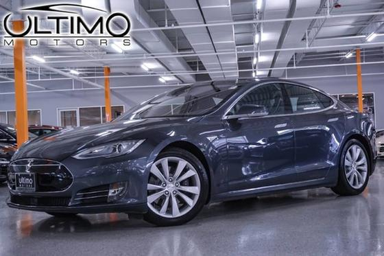 2015 Tesla Model S 90D:24 car images available