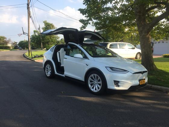 2017 Tesla Model X 75D:11 car images available