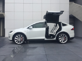 2016 Tesla Model X P90D:5 car images available