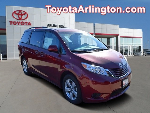 New 2017 Toyota Sienna in Palatine Illinois