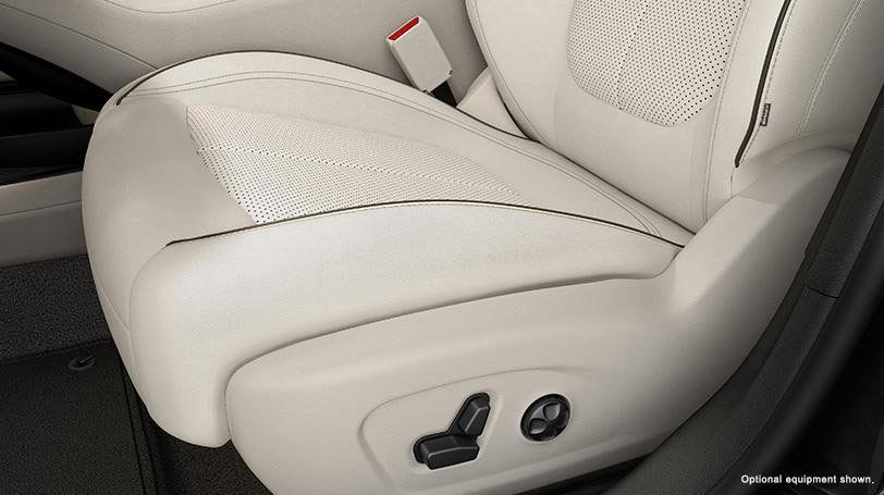 New Chrysler 200 Interior image 2