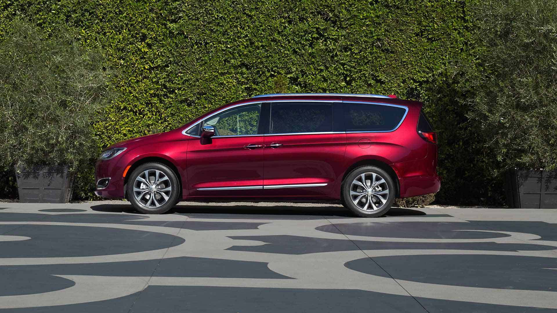 New Chrysler Pacifica Exterior image 2