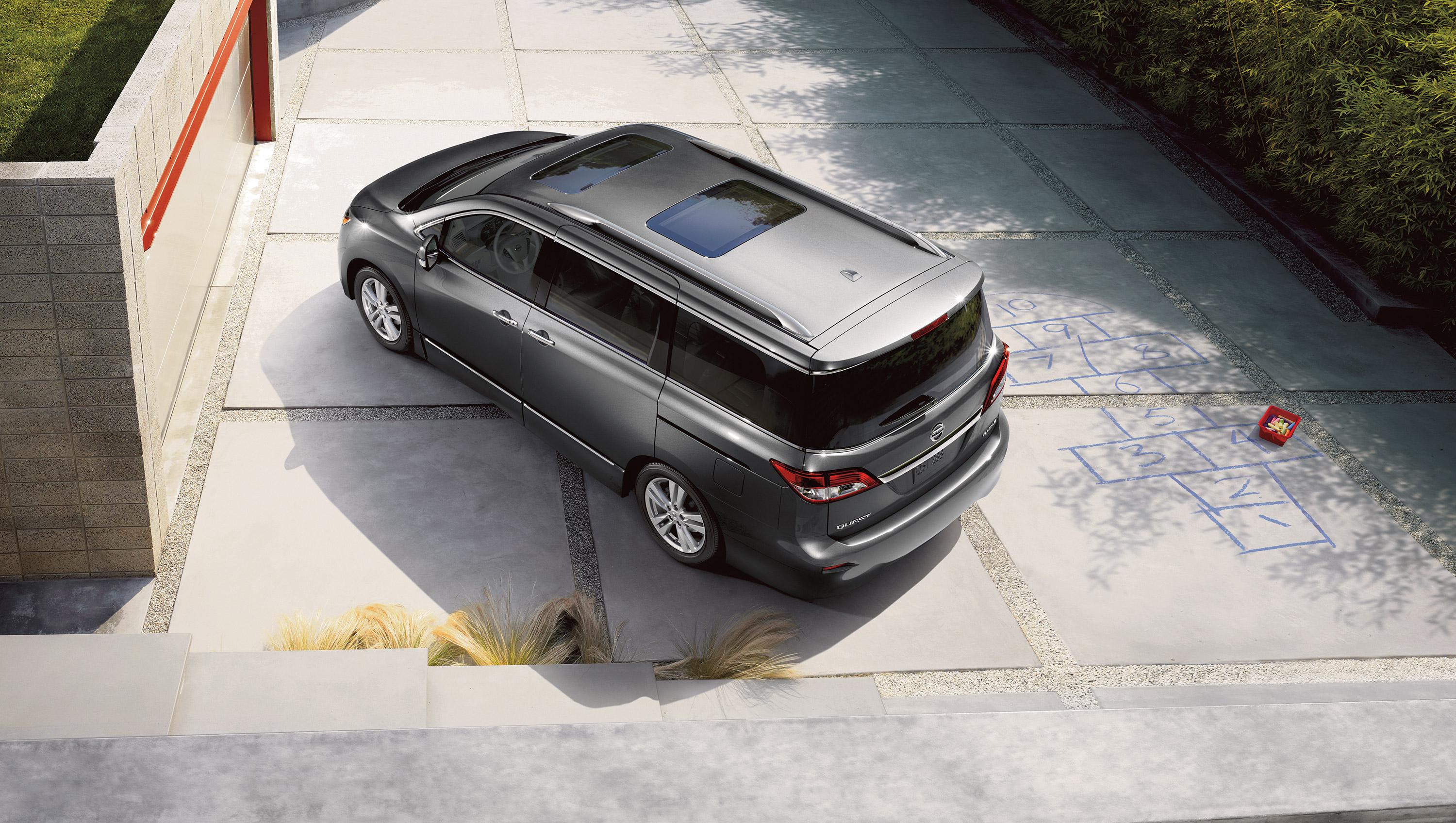 New Nissan Quest Exterior main image