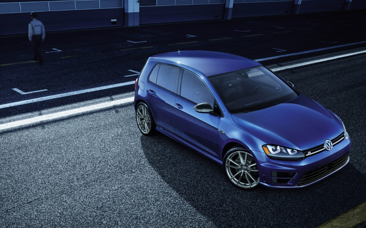 New VW Golf R Exterior image 1