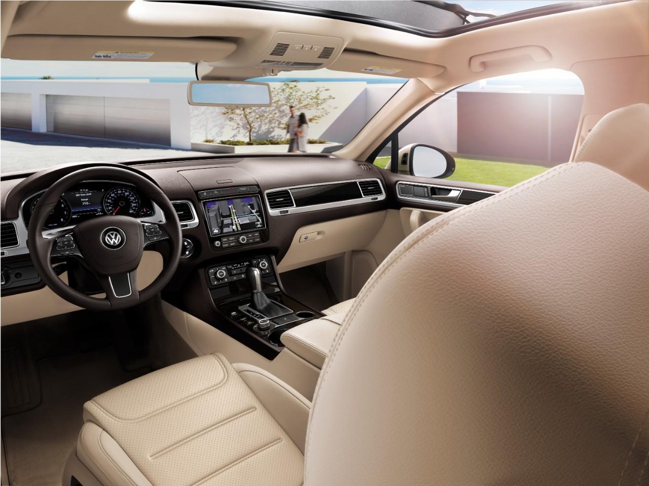 New VW Touareg Exterior image 2