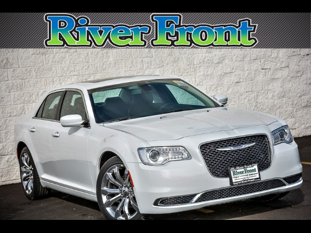 New 2017 Chrysler 300 in North Aurora Illinois