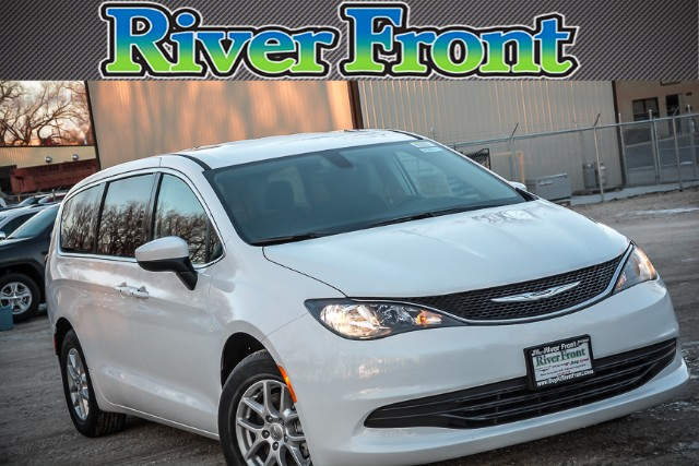 New 2017 Chrysler Pacifica in North Aurora Illinois
