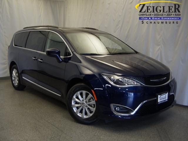New 2017 Chrysler Pacifica in Schaumburg Illinois
