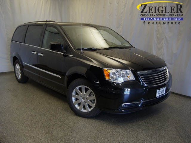 New 2016 Chrysler Town and Country in Schaumburg Illinois