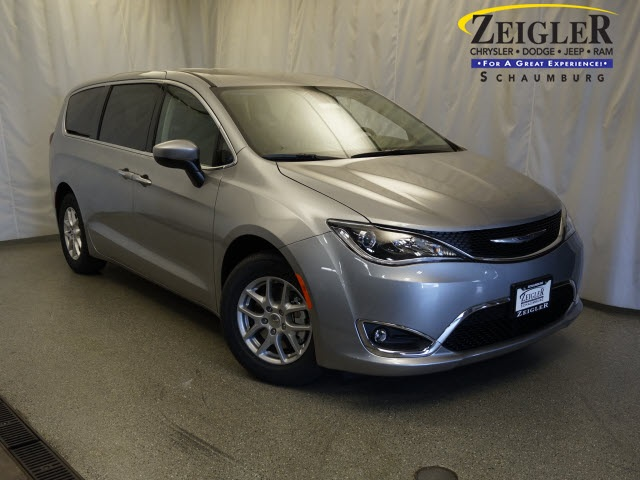 New 2017 Chrysler Pacifica in Schaumburg Illinois