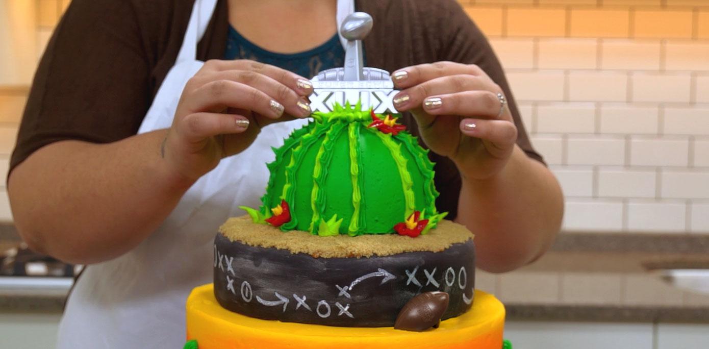 How-To Make Winning Cake with a Super Bowl XLIX Logo Layon ...