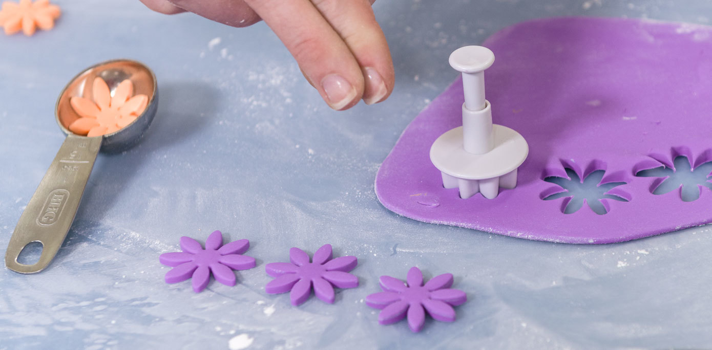 How To Make Fondant Plunger Decorations