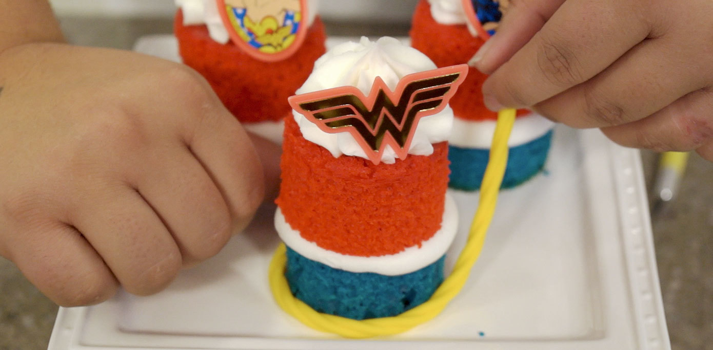 How To Make The Rope For Wonder Woman Cake