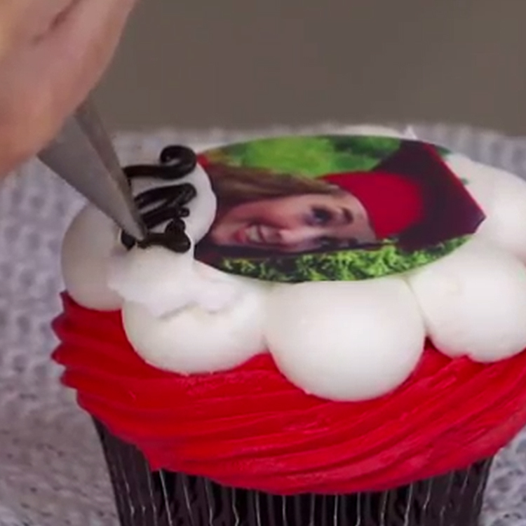 How-To Create Personalized Graduation Cakes & Cupcakes with PhotoCake® Images