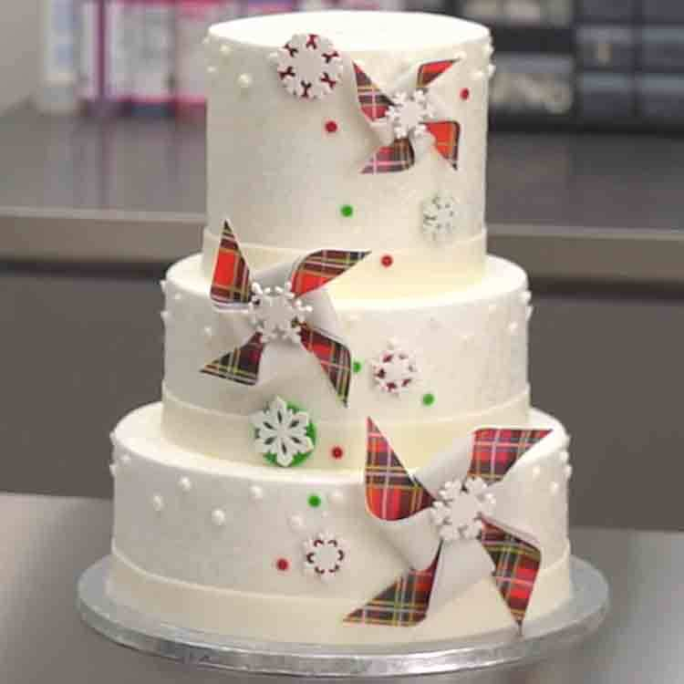 How to Decorate a Plaid Pinwheel Cake