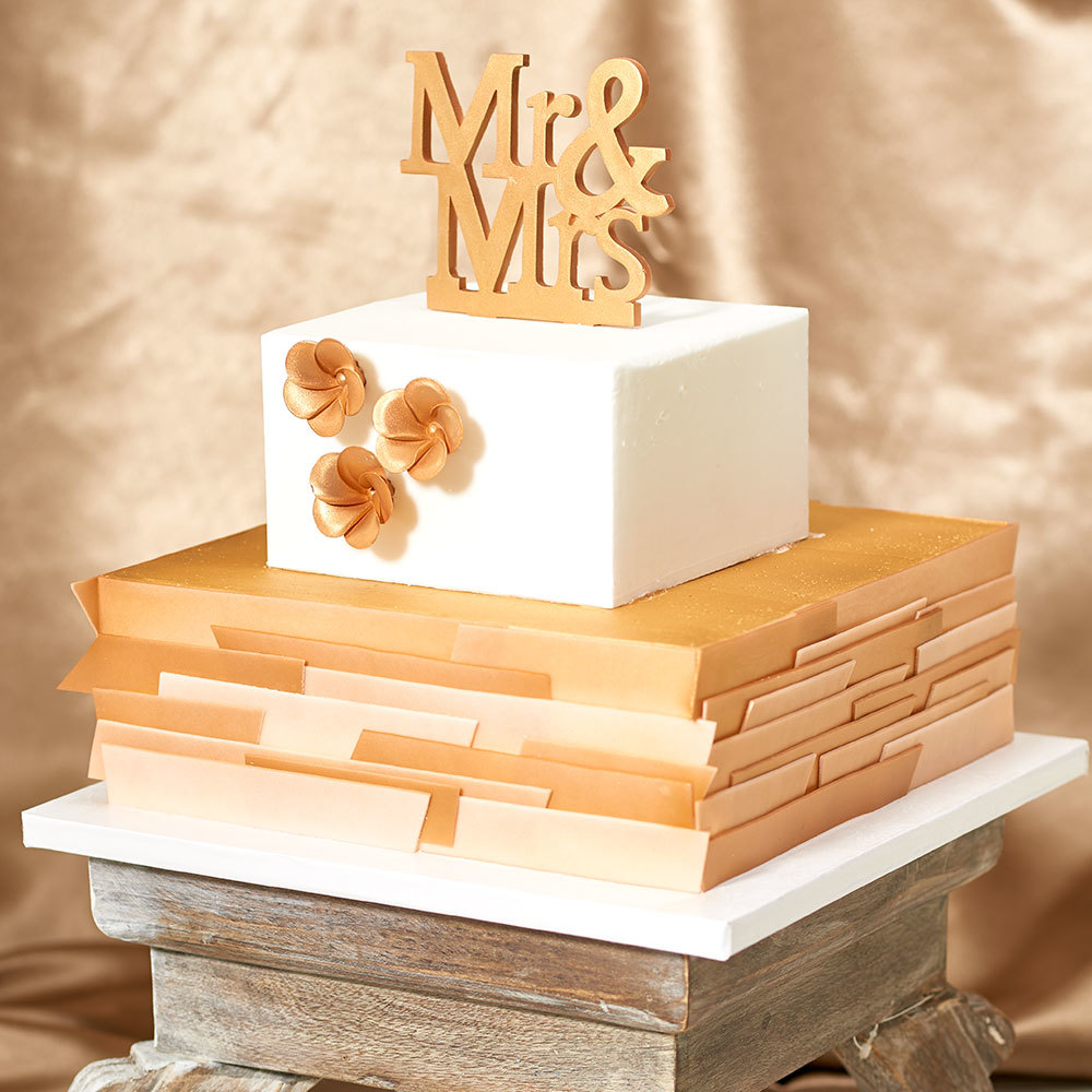 Home Decoration And Furnishing Articles Couple Characters: Metallic Gold Mr. & Mrs. Wedding Cake