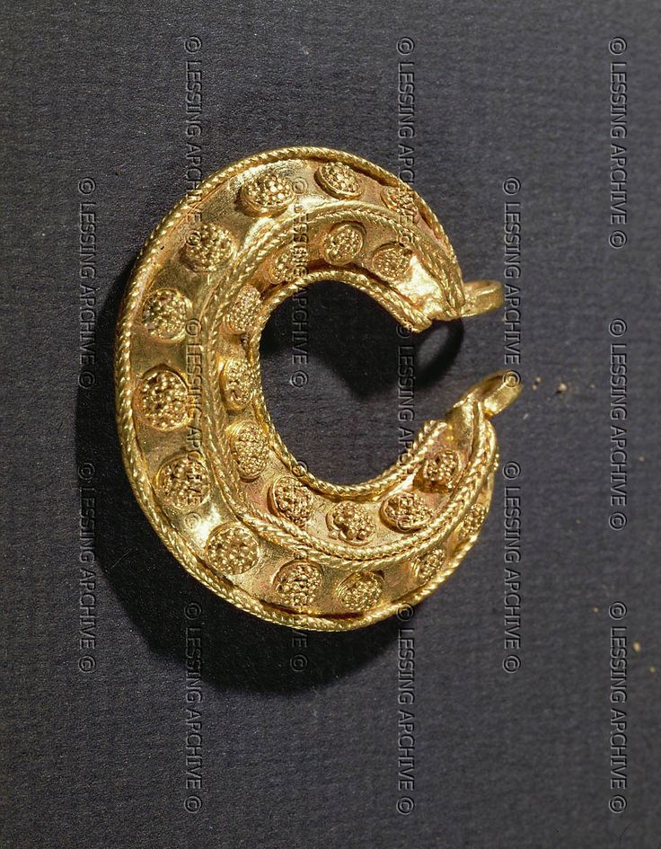 Gold earring with ornaments, from Tell el-Ajjul Late Bronze Age