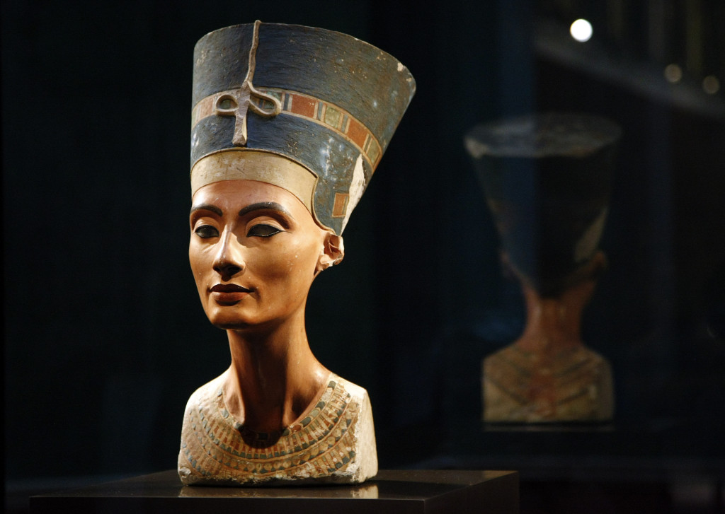 statue of Nefertiti