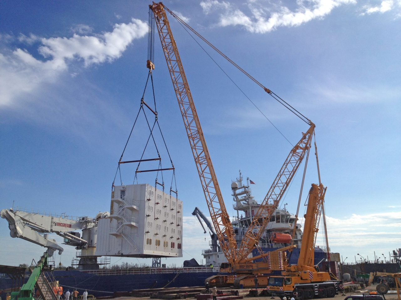 Heavy Lift Services in Oil & Gas