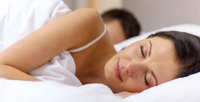 Onvoldoende slaap verdrievoudigt het risico op een verkoudheid