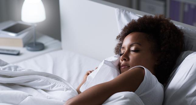 Blootstelling aan licht tijdens de slaap beïnvloedt het metabolisme