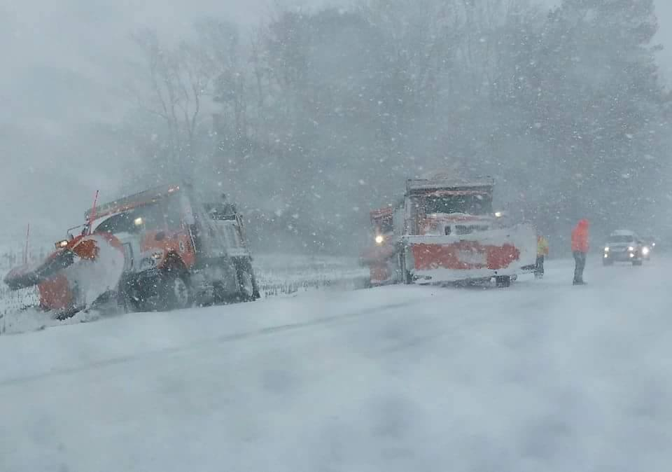 deldot truck stuck in snow, delaware, sussex county, longeckroad