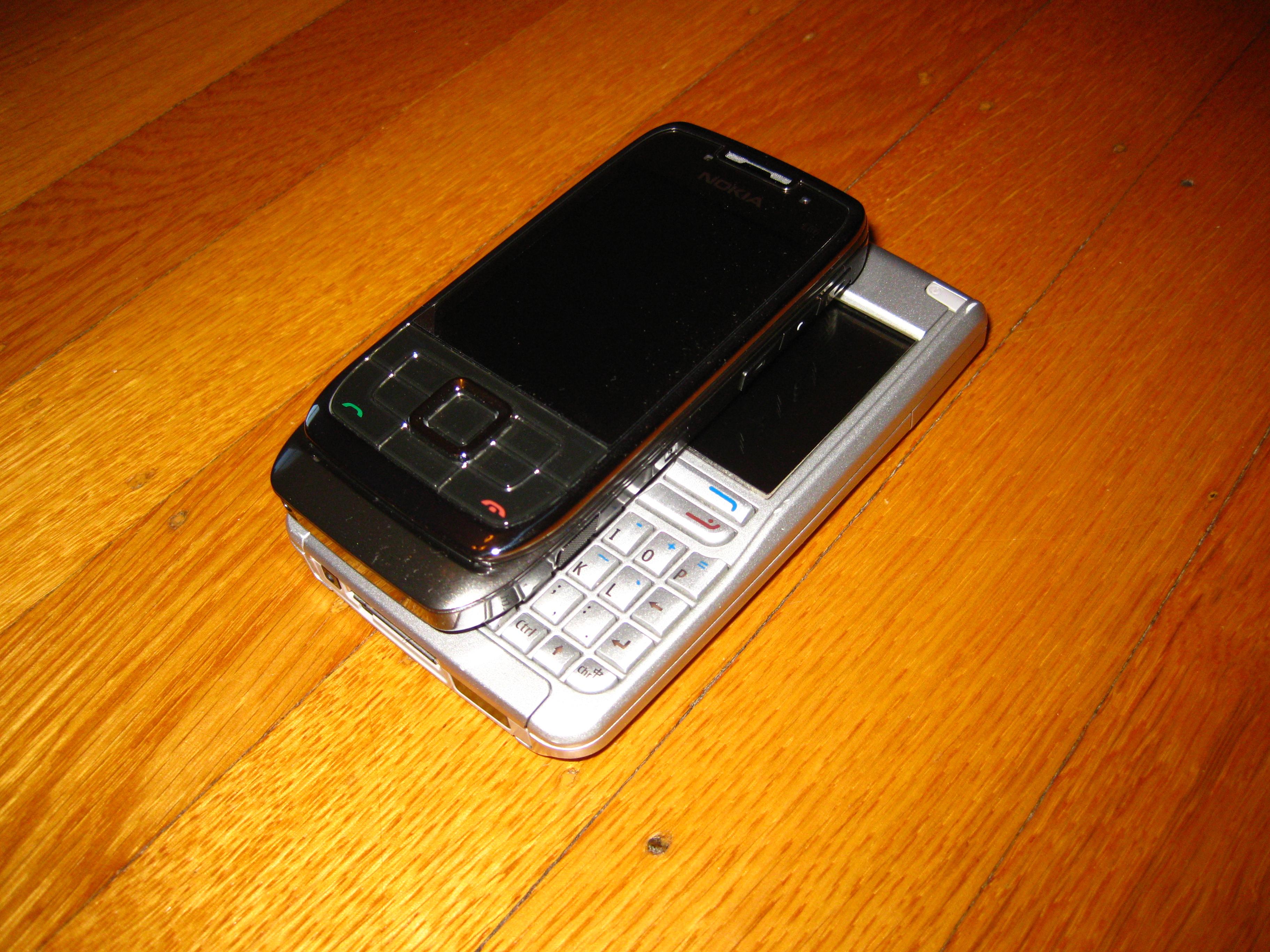 Nokia E66 vs E61