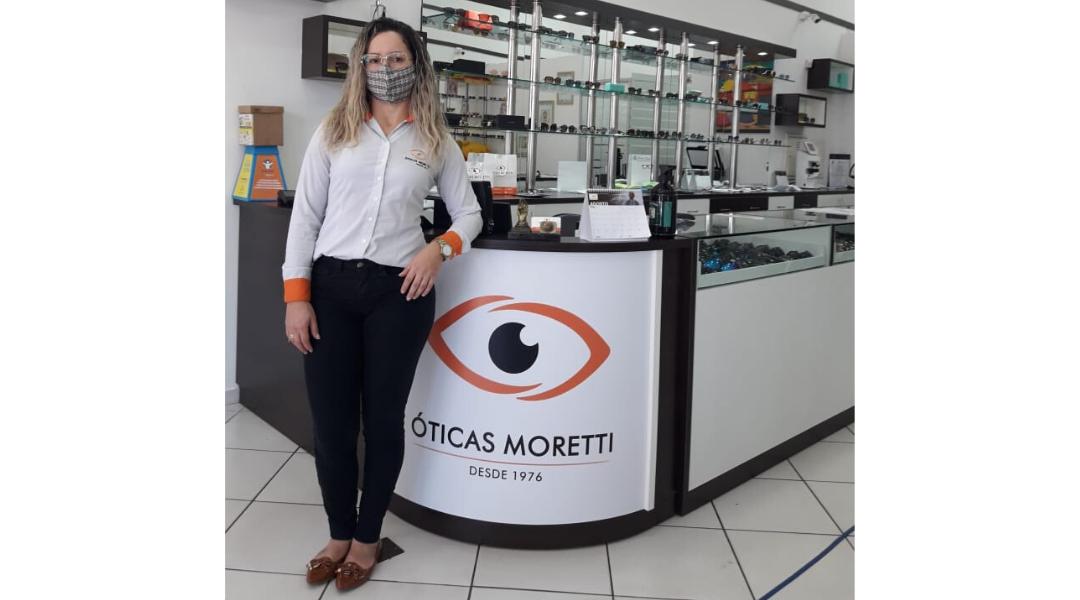 Adriana de Oliveira Felipe, gerente da loja da Óticas Moretti.