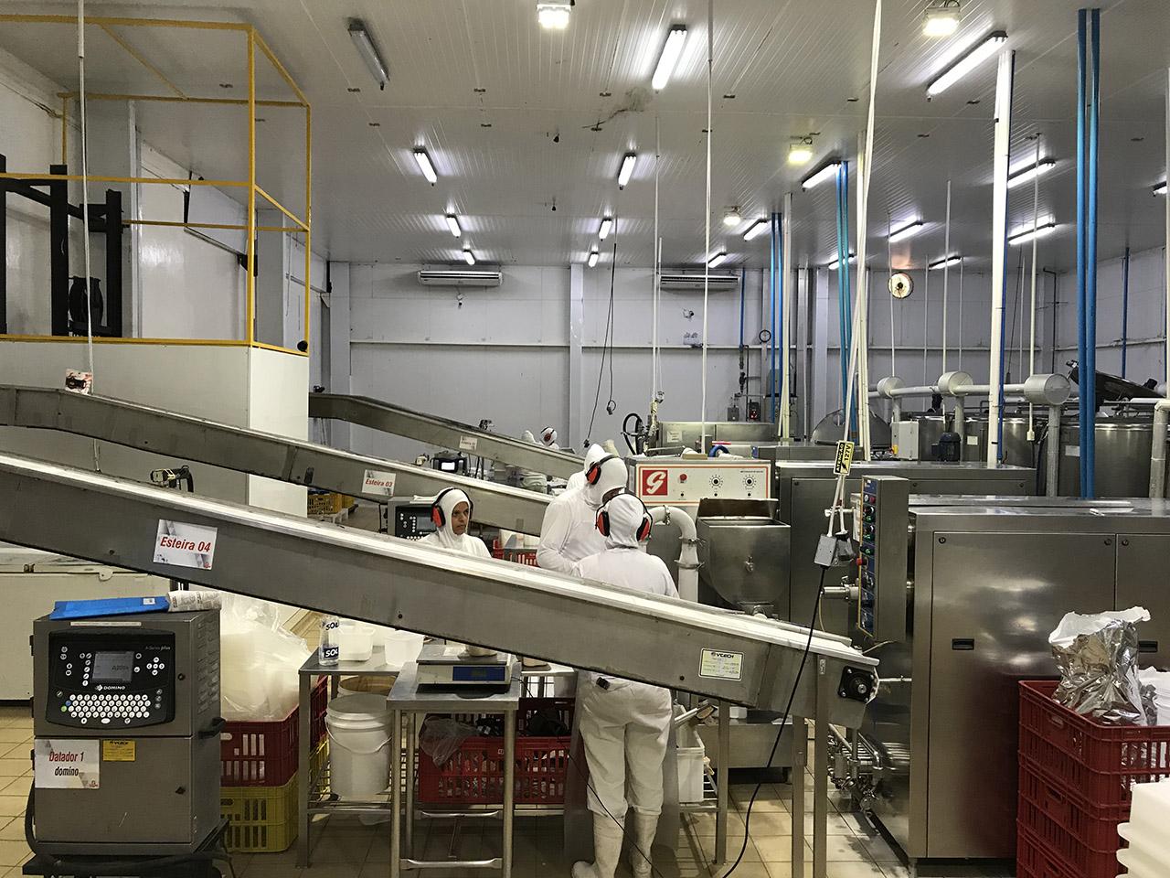 Fábrica da Geloni Sorvetes produz até 50 mil litros de massa de sorvete e 60 mil picolés por turno, com potencial de produzir ainda mais. Foto: Divulgação/Site.