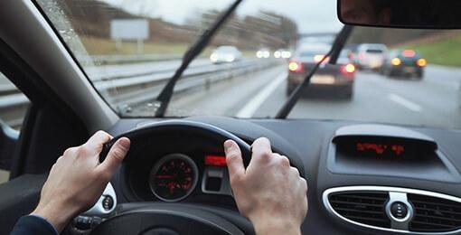 Las precauciones que deberás tomar al conducir bajo lluvia
