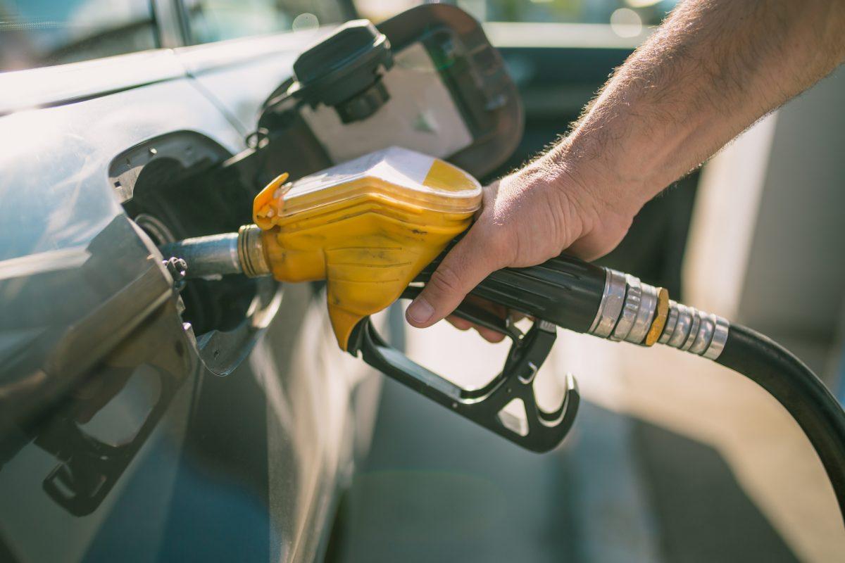 ¿Por qué tu auto consume más combustible del que debería?